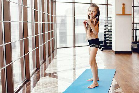 Foto de A beautiful girl is engaged in a gym - Imagen libre de derechos