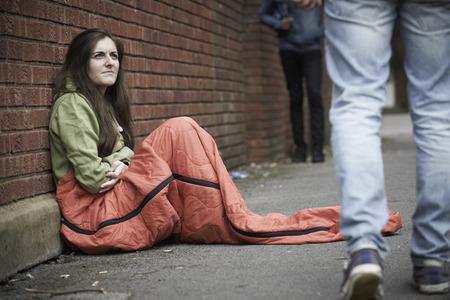 Foto de Vulnerable Teenage Girl Sleeping On The Street - Imagen libre de derechos