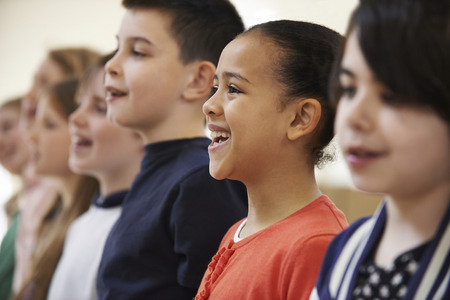Photo pour Group Of School Children Singing In Choir Together - image libre de droit