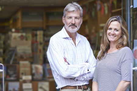 Foto de Portrait Of Couple Who Own Bookshop Outside Store - Imagen libre de derechos
