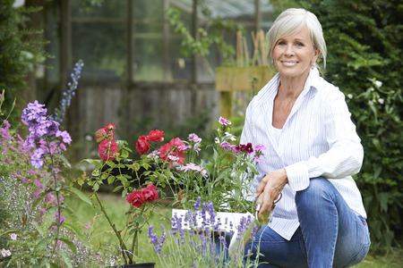 Foto de Portrait Of Mature Woman Gardening - Imagen libre de derechos