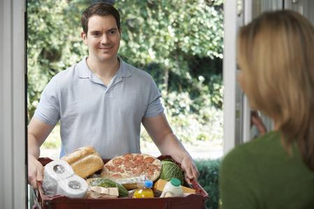 Photo pour Driver Delivering Online Grocery Order - image libre de droit