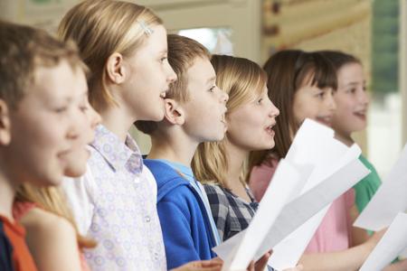 Photo pour Group Of School Children Singing In School Choir - image libre de droit