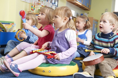 Photo pour Group Of Pre School Children Taking Part In Music Lesson - image libre de droit