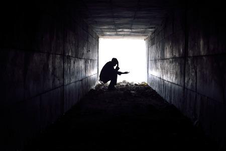 Foto de man waiting to help poor single-handed  - Imagen libre de derechos