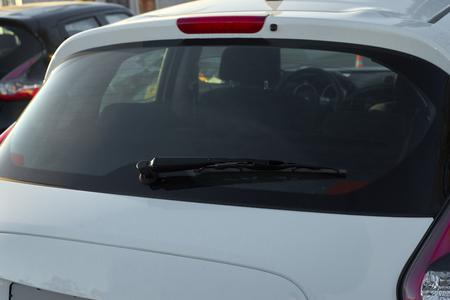 Photo pour The white car rear wipers - image libre de droit