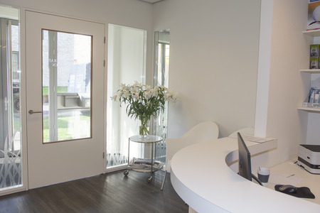 Photo pour Reception area with waiting room at physiotherapy clinic.  - image libre de droit