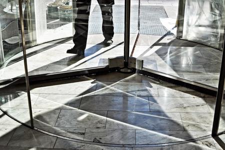 Foto de Feet walking in revolving door. - Imagen libre de derechos