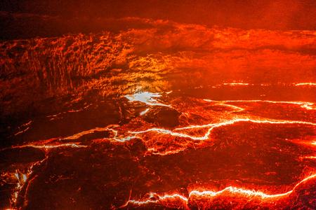 Foto de Panorama of Erta Ale volcano crater, melting lava, Danakil depression, Ethiopia - Imagen libre de derechos