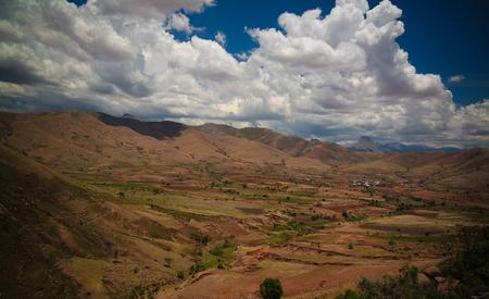 Foto de Landscape to Andringitra mauntain range at Ihosy, Madagascar - Imagen libre de derechos