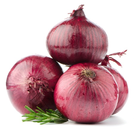 Photo pour Red onions isolated on white background - image libre de droit