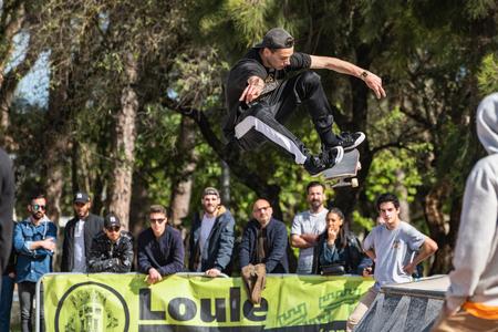 Photo pour LOULE, PORTUGAL - APRIL 29, 2018: Guilherme Lima during the 1st Stage DC Skate Challenge by Moche. - image libre de droit