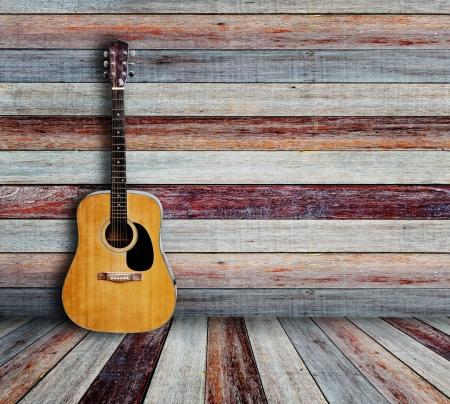 Foto de Guitar and picture frame in vintage wood room  - Imagen libre de derechos
