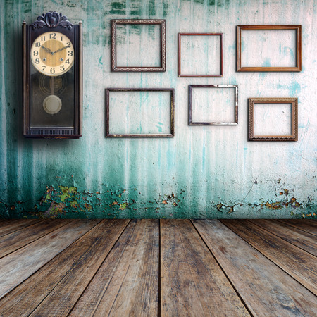 Photo pour Old clock and empty picture frame in old room. - image libre de droit