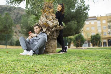 Foto de Young boy and girl in the park_5 - Imagen libre de derechos