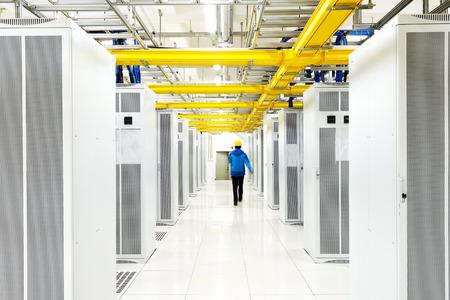 Foto de worker checking in the Telecommunication room - Imagen libre de derechos