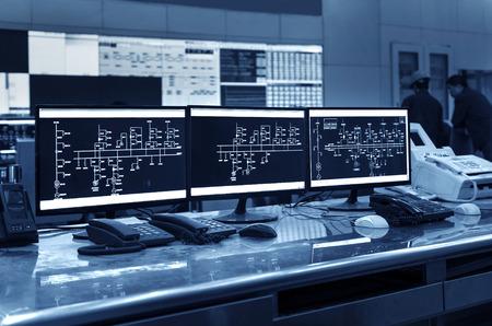 Foto de Modern plant control room and computer monitors - Imagen libre de derechos