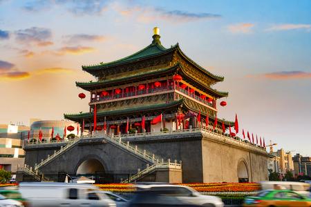 Photo pour ancient city xian bell tower in nightfall - image libre de droit