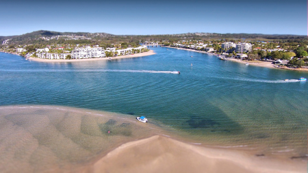 Photo pour Stock aerial photograph picture image of hire boat on Noosa River Queensland Australia,  Featuring noosa river, the spit, queensland tourism and the sound - image libre de droit