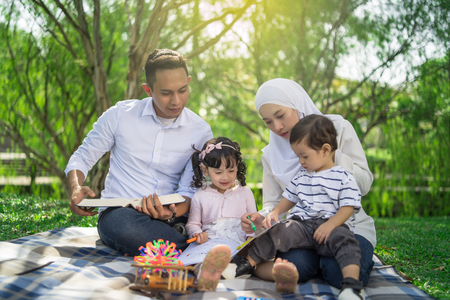 Photo pour malay family having quality time in a park with morning mood - image libre de droit