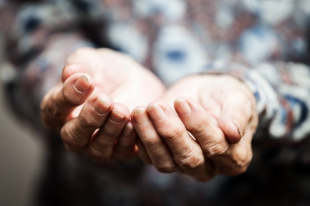 Photo pour Beggar people and human povetry concept - senior person hands begging for food or help - image libre de droit