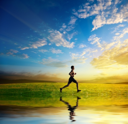 Photo pour sunset and running young man - image libre de droit