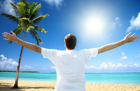 Foto de happy young man on the beach - Imagen libre de derechos