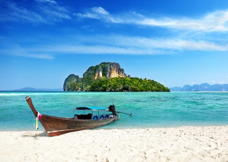 Photo pour long boat and poda island in Thailand - image libre de droit