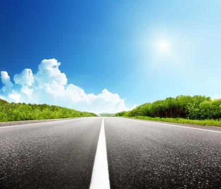 Photo pour summer day and road - image libre de droit