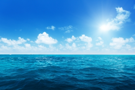 Foto de perfect sky and water of ocean - Imagen libre de derechos