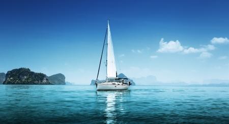 Photo pour yacht and blue water ocean - image libre de droit