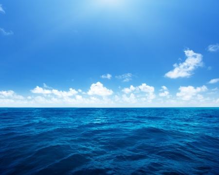 Foto de perfect sky and water of indian ocean - Imagen libre de derechos
