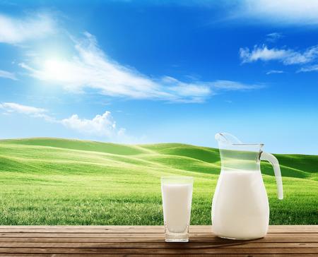 Photo pour milk and sunny spring field - image libre de droit
