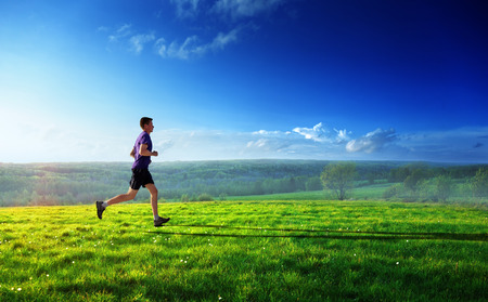 Foto de sunset and running young man  - Imagen libre de derechos