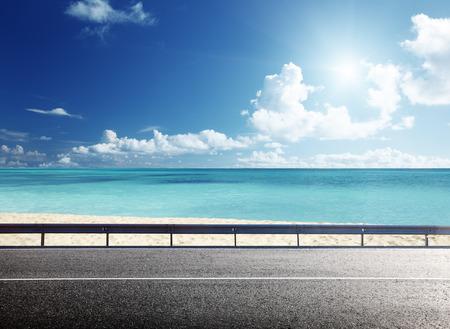Foto de road on tropical beach - Imagen libre de derechos