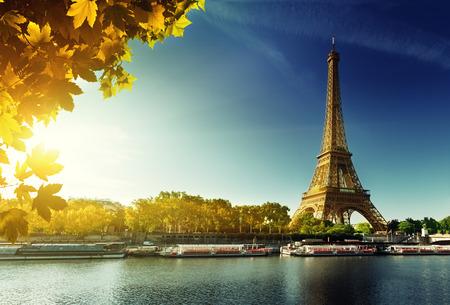 Photo pour Seine in Paris with Eiffel tower in autumn season - image libre de droit