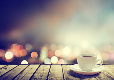 Foto de coffee on table in the night city  - Imagen libre de derechos