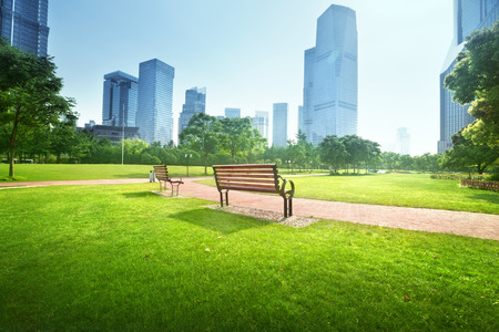 Photo pour bench in park, Shanghai, China - image libre de droit