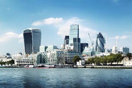 Foto de London city skyline from the River Thames - Imagen libre de derechos