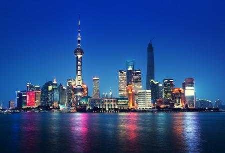 Photo pour Shanghai at night, China - image libre de droit