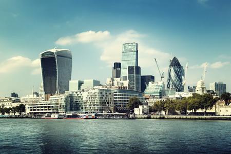Photo pour London city skyline from the River Thames - image libre de droit
