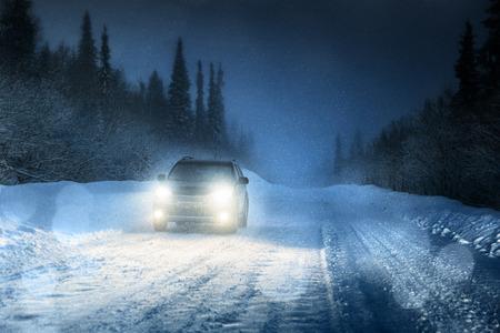 Photo pour Car lights in winter forest - image libre de droit