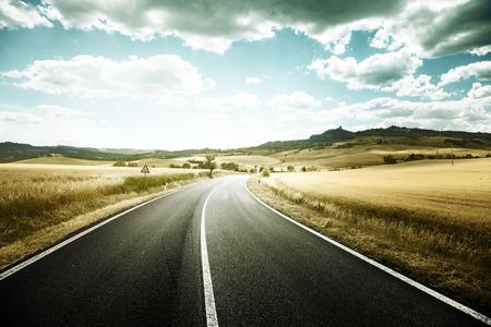Photo pour asphalt road in Tuscany Italy - image libre de droit