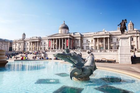 Foto de London, fountain on the Trafalgar Square - Imagen libre de derechos