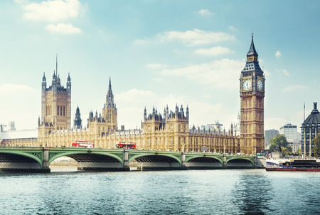 Photo pour Big Ben in sunny day, London - image libre de droit