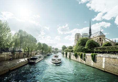 Photo pour Seine and Notre Dame de Paris, Paris, France - image libre de droit