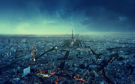 Foto de Paris skyline at sunset, France - Imagen libre de derechos