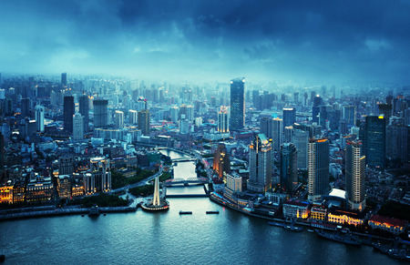 Photo pour skyline of Shanghai at sunset, China - image libre de droit
