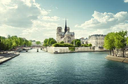 Foto de Seine and Notre Dame de Paris, Paris, France - Imagen libre de derechos