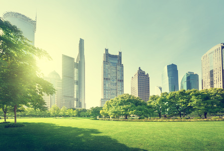 Foto de park in lujiazui financial center, Shanghai, China - Imagen libre de derechos